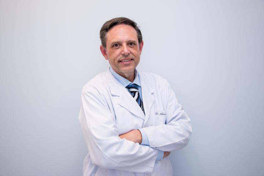 Dr. Adriano Cesar Dias